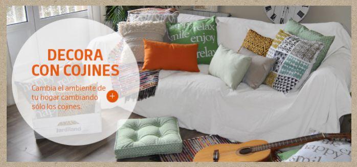Cambia el ambiente de tu hogar cambiando sólo los cojines.
